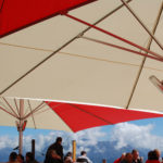 Festival Großschirme in rot und weiß