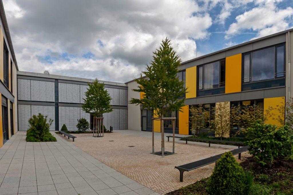 Grunschule Nymphenburg München ausgestattet mit Außenjalousien