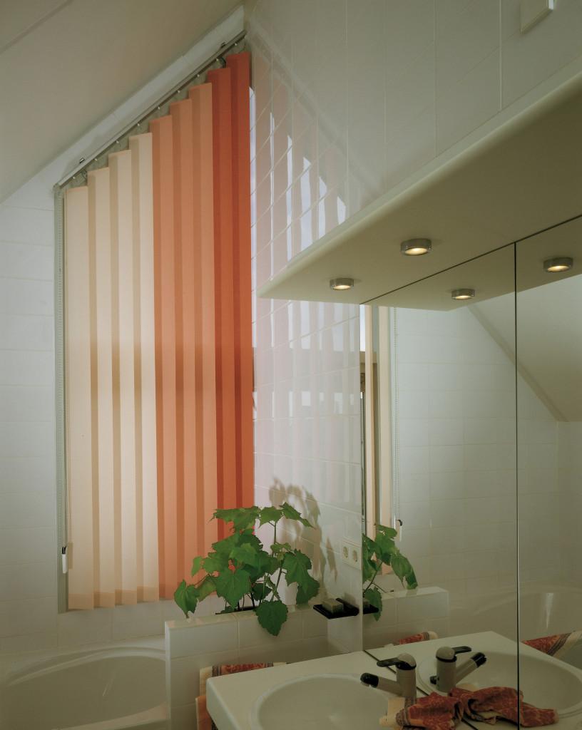 orangene Farbstufen beim Lamellenvorhang für eine exklusive moderne Einrichtung
