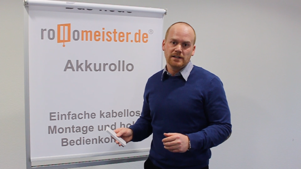 Der Geschäftsführer von Rollomeister stellt den neuen Akkurollo vor