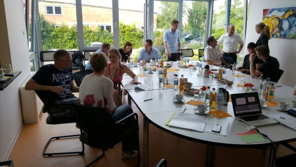 rege Unterhaltungen beim Open Innovation Workshop