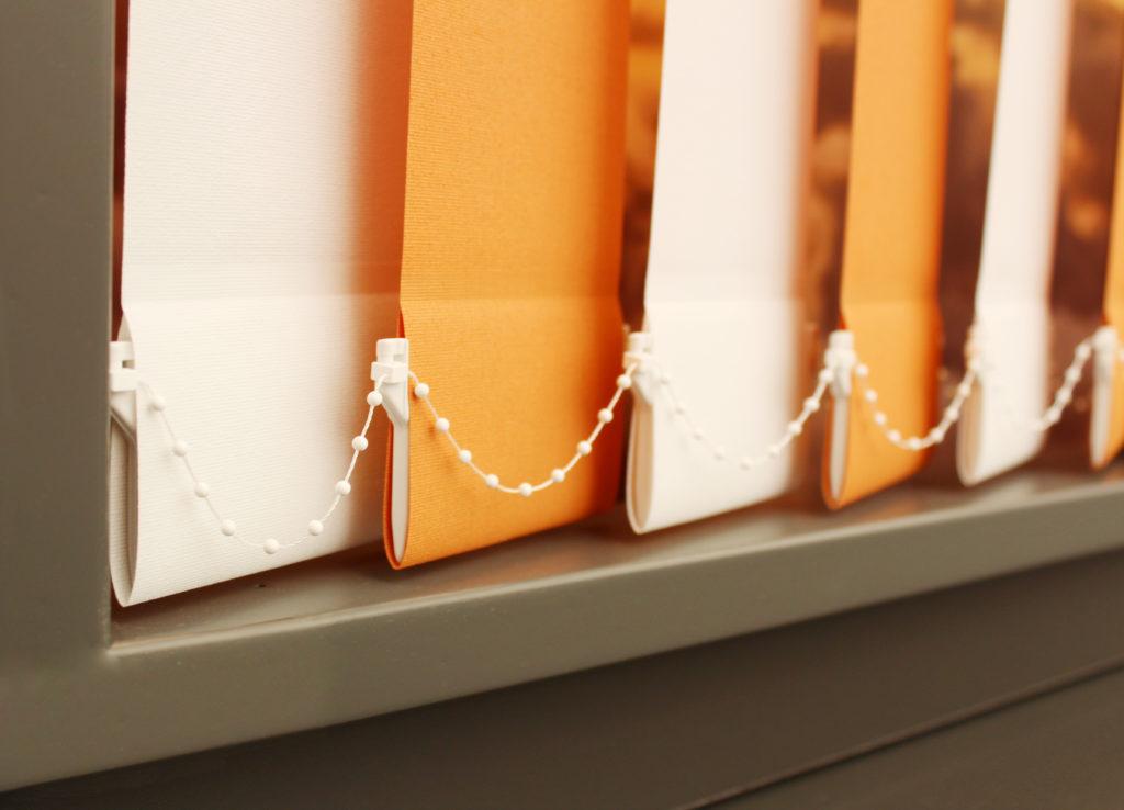 weiß orangener Beispiel Lamellenvorhang