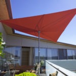 roter moderner Schirmsegel für Ihren Vorgarten