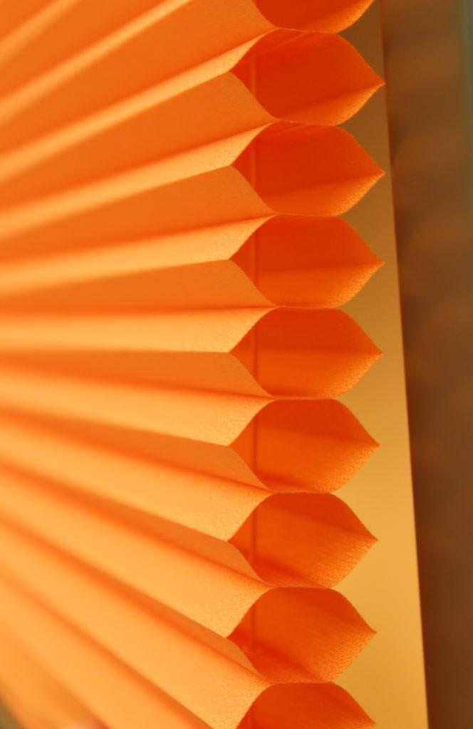 orangenes Wabenplissee VS2 halbtransparent