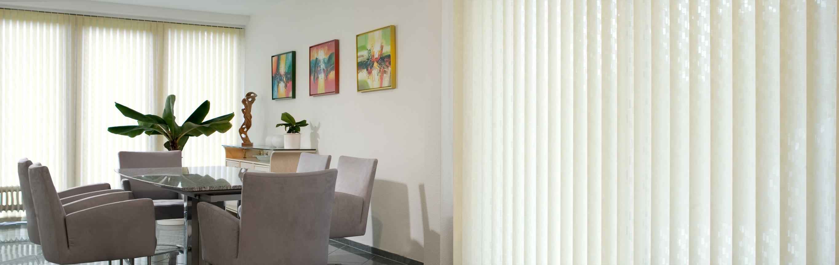 lamellenvorh nge f r senkrechte fenster. Black Bedroom Furniture Sets. Home Design Ideas