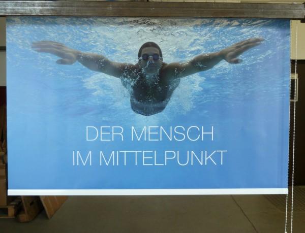Fotorollo mit schwimmender Person Unterwasser als Motiv