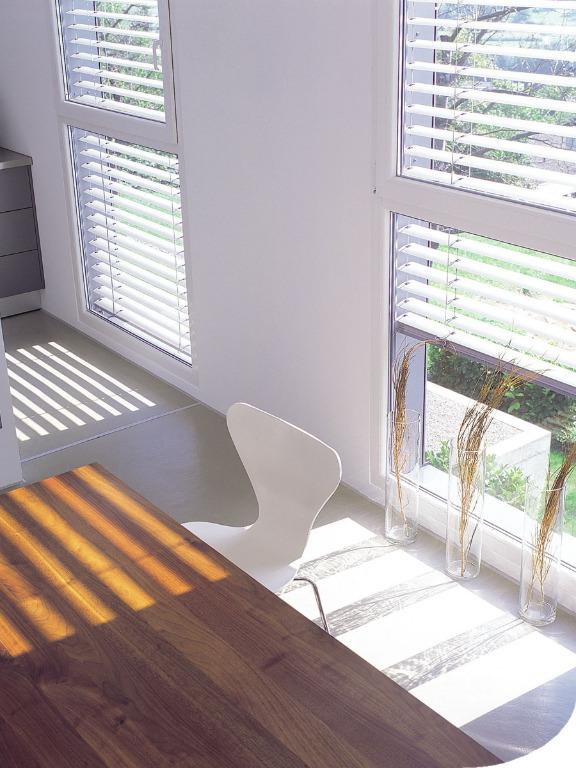 raffstore f r senkrechte fenster genau. Black Bedroom Furniture Sets. Home Design Ideas