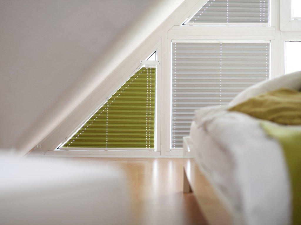 plisseerollos f r giebelfenster online kaufen. Black Bedroom Furniture Sets. Home Design Ideas